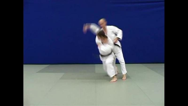 Сото-макикоми — Бросок через спину (бедро) вращением захватом руки под плечо