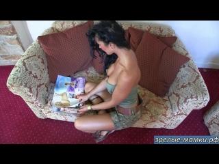 Мамка так возбудилась от прочтения порно рассказов в журнале что дико захотела секса