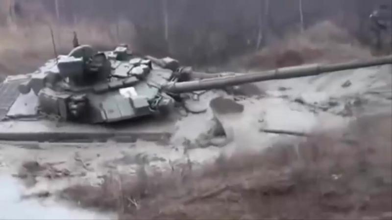 Наши танки грязи тоже не бояться и лезут по самые уши.Смотреть видео подборку онлайн.