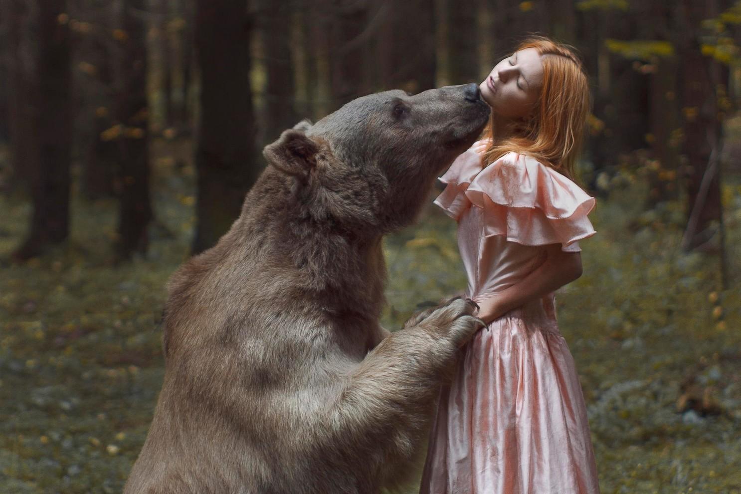Суровость этого фотографа зашкаливает: фотографии Екатерины Плотниковой. Фото девушек с дикими зверями.