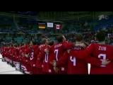 Сборная России по хоккею поет гимн страны.