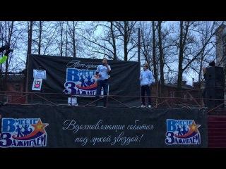 Выступление жонглёра булыжниками на Фестивале цветного дыма