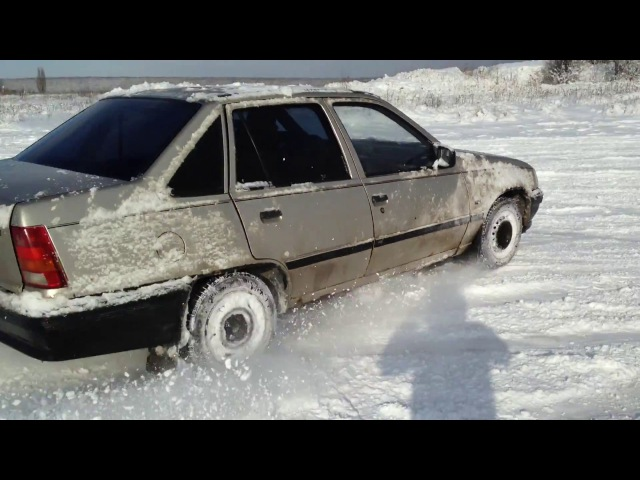Зимний дрифт Opel Kadett , опель кадет на снегу как танк