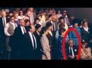Люди сразу встали на ноги когда поняли кто сидит рядом