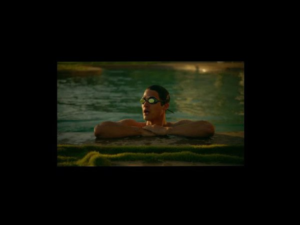 American Crime Story, Versace 2x06 - Andrew Cunanan swims naked ( Opening Scene)