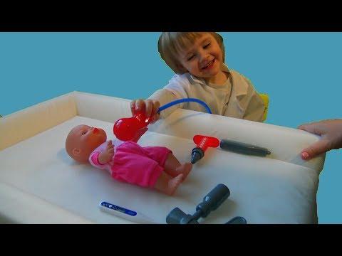Беби бон кукла у доктора делает прививку. Видео для детей