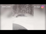 Lexus взял на таран сугробы