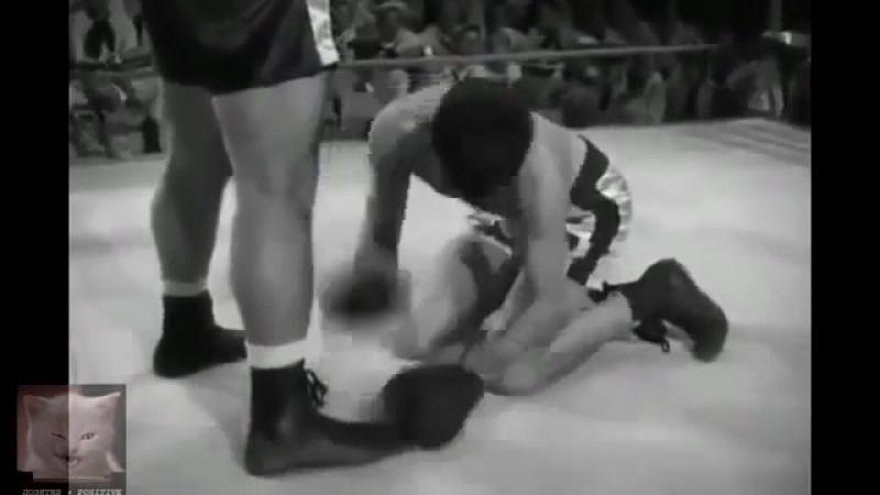 Танцор на ринге (6 sec) .360.mp4