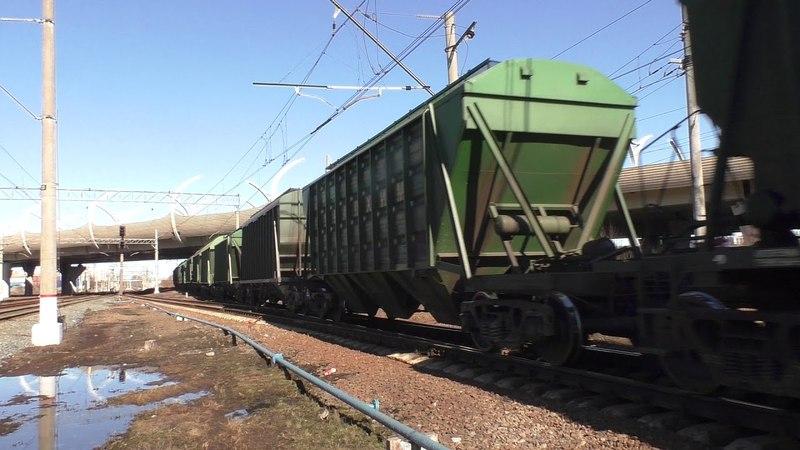 Тепловоз 2ТЭ116 294 с грузовым поездом и с приветливым машинистом