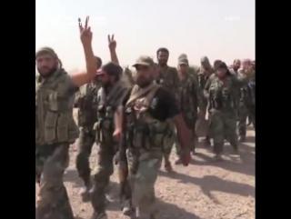 Бойцы сирийской армии форсировали реку Евфрат
