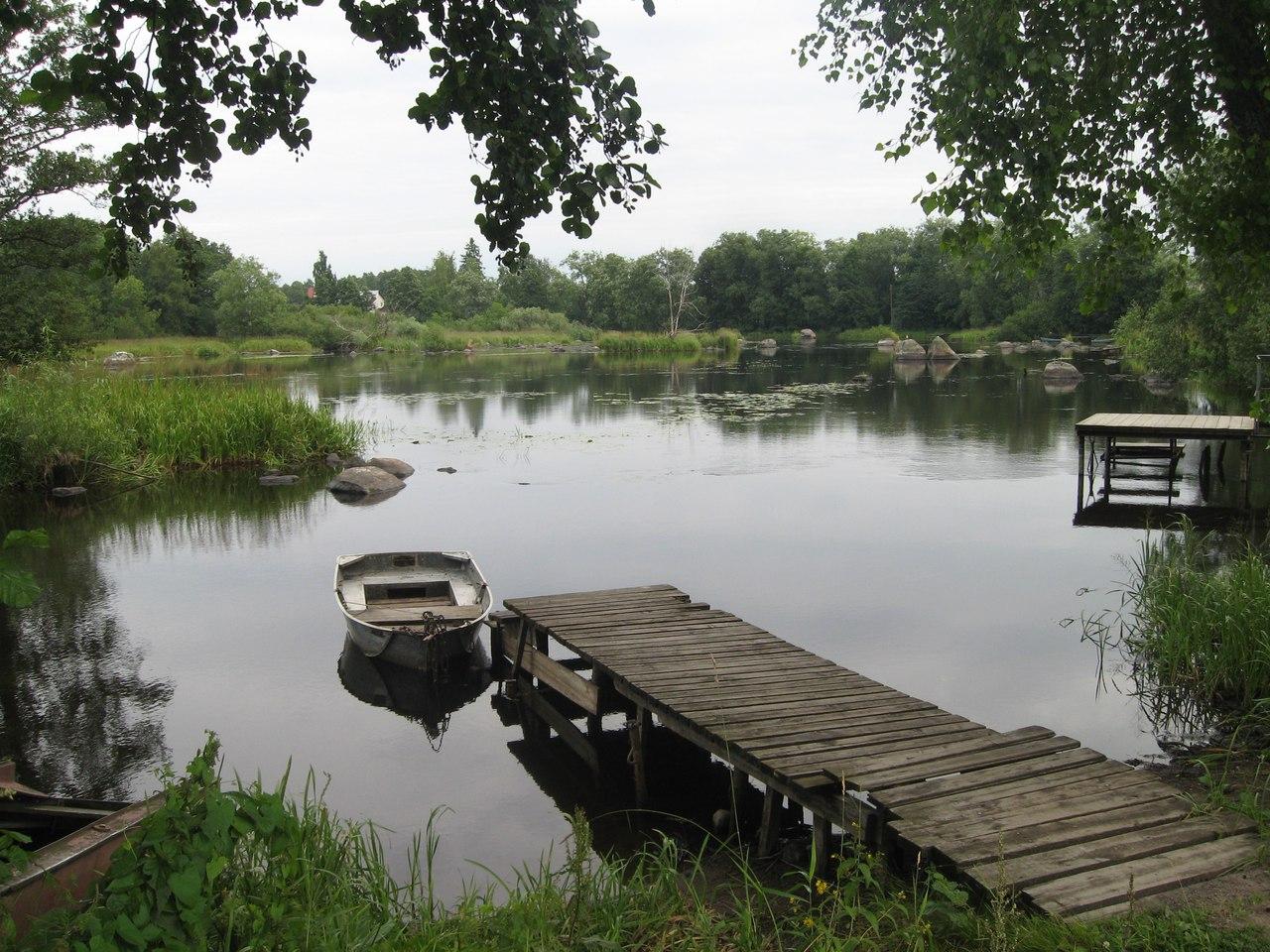 Красивый пейзаж на реке Вуоксе. Город Приозерск
