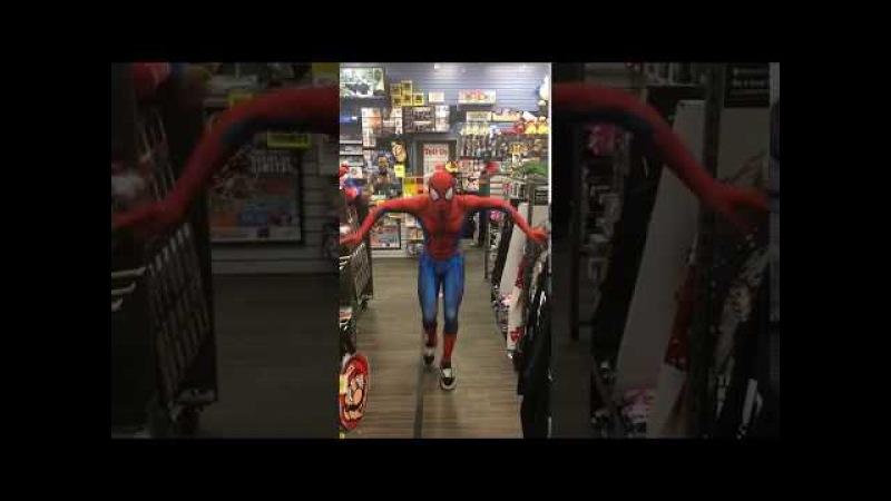 Человек паук танцует в магазине (ПОЛНАЯ ВЕРСИЯ)