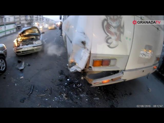В Челябинске столкнулись две легковушки и маршрутный ПАЗ
