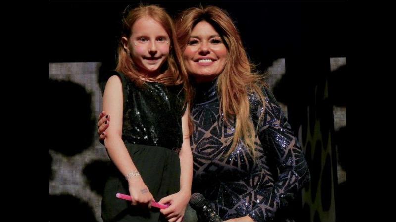 Six-year-old Regina girl shares stage with Shania Twain (Saskatoon, Canada - May 12, 2018) [RUS SUB]