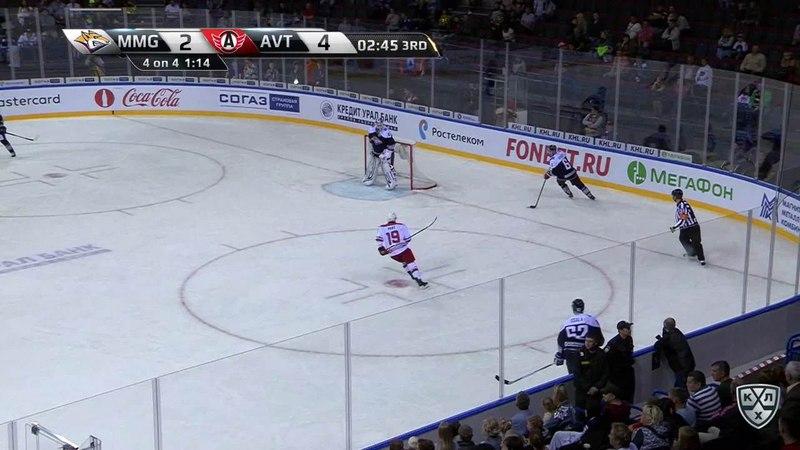 Моменты из матчей КХЛ сезона 17/18 • Гол. 2:5. Паре Франсис (Автомобилист) забрасывает шайбу в пустые ворота 23.08