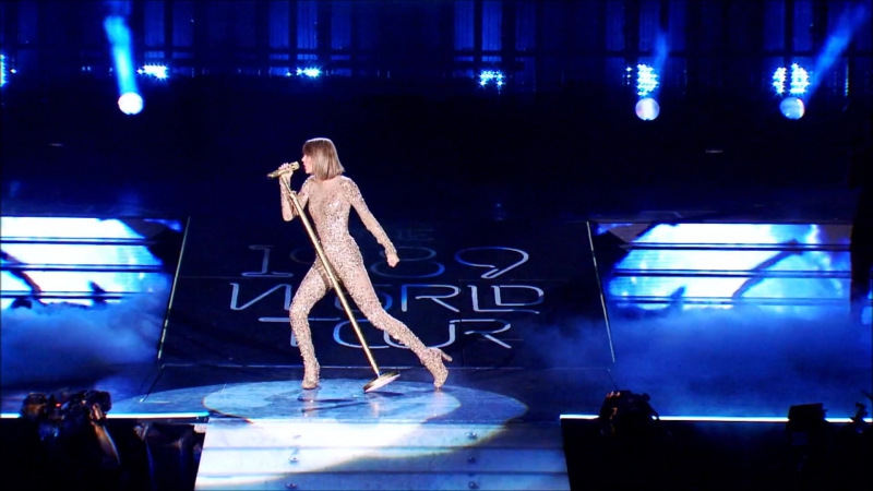 Taylor Swift - Out Of The Woods (Live at The 1989 World Tour 2015)