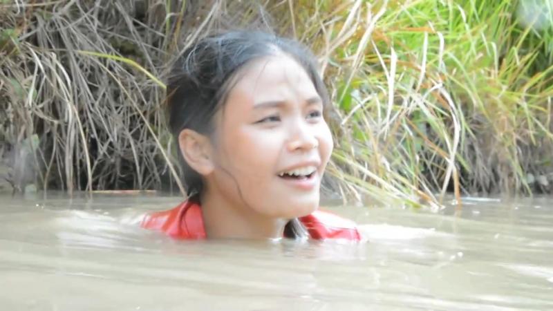 Wow Beautiful girl Fishing at battambang Pailn How to catches Fish Part 34