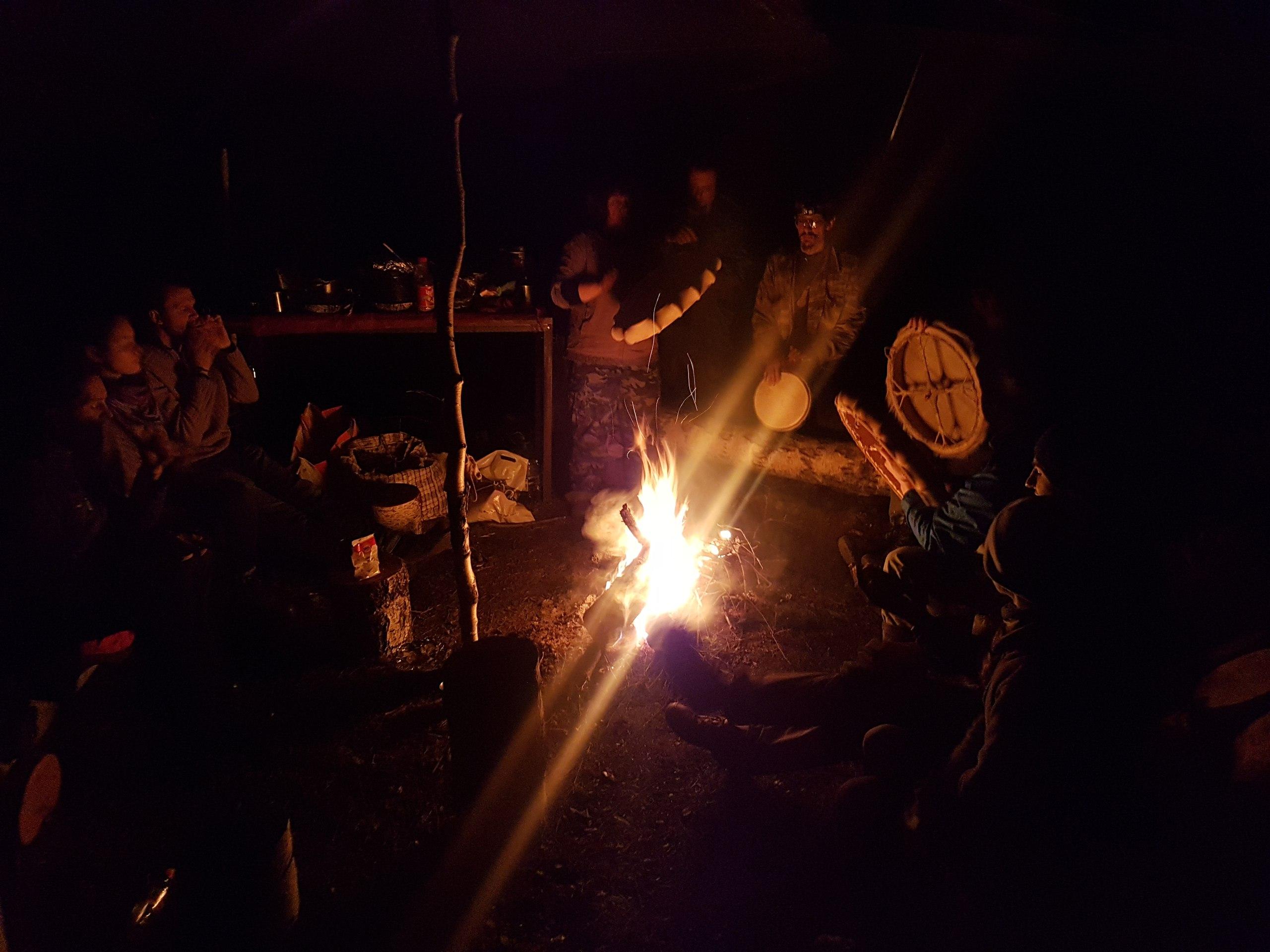 У ночного огня
