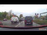★ Liveleak -- Car becomes junk when it tries to pass railroad tracks