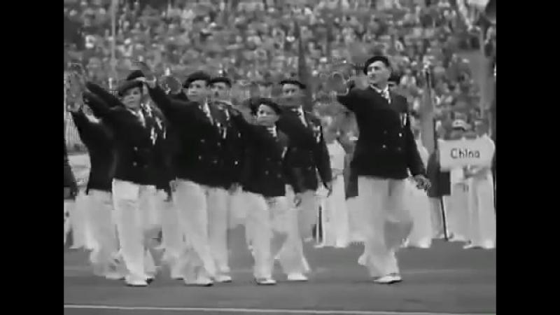 Как французы зиговали перед Гитлером. Это было 1 августа 1936г на открытии XI Олимпийских игр в Берлине.
