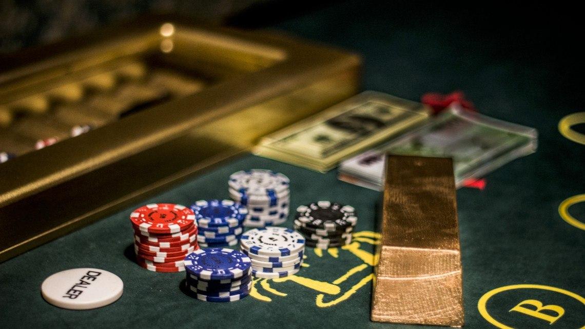 СК приостановил дело по организатору 23 подпольных казино в Томской области.