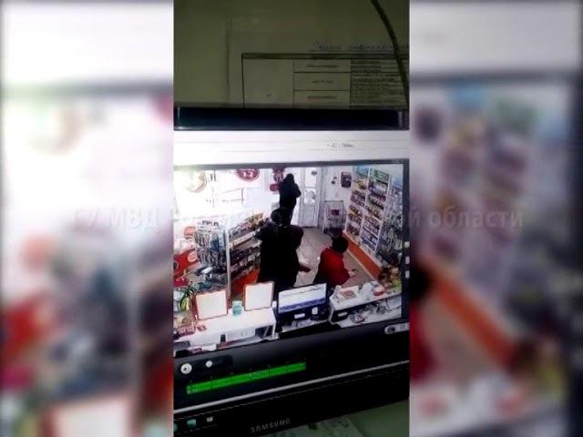 Вор в тольяттинской аптеке показал добычу всем посетителям