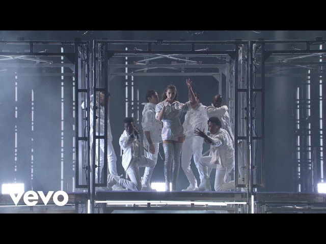 Hailee Steinfeld Alesso - Let Me Go (feat. Florida Georgia Line watt) [Live From The 2017 American Music Awards]