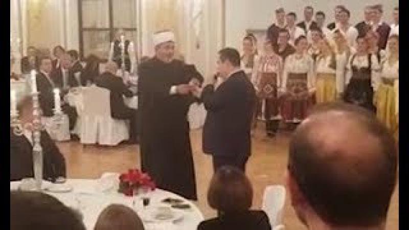 Bruka pred Turcima. Dačić pevao Erdoganu, muftija mu dao bakšiš od 100 dinara