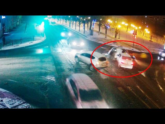 ДТП в Серпухове. Не уступил дорогу таксисту... (видео со звуком). 15 января 2018г.