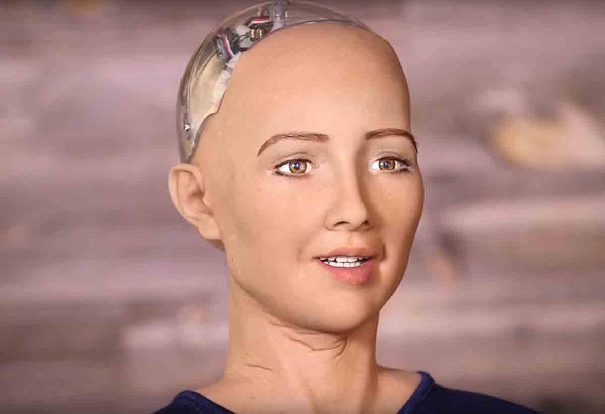 Шок! Человекоподобный робот София рассказала почему Россия напала на Украину (Видео)