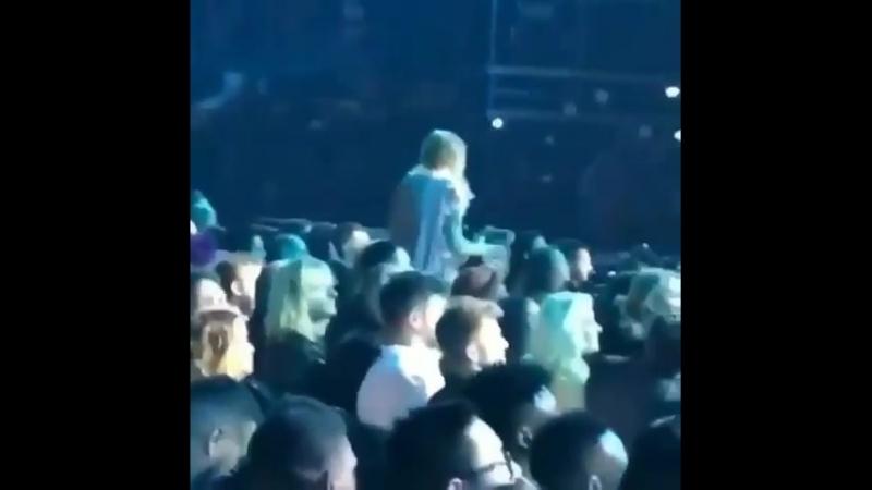 Taylor's awkward dancing to Shawn Mendes