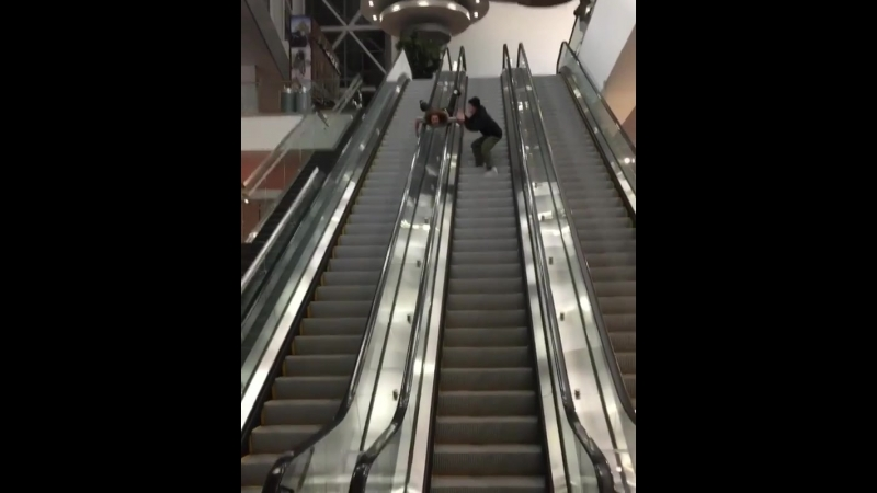 Riding an escalator like a pro Езда на эскалаторе, как про