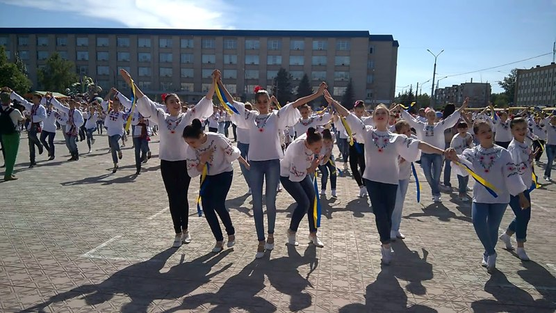 Танцювальні колективи Луганщини встановили рекорд України Сєвєродонецьк 02 06 2018 р