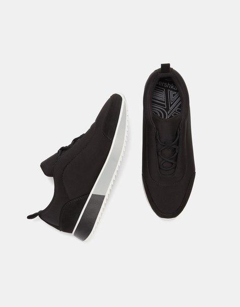Комбинированные кроссовки с двухцветной подошвой