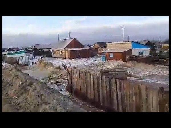 Талые воды с горы Хербис подтопили поселок Каа-Хем (Тыва, 25.03.2018).