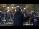 Розыгрыш профессиональные спортсмены баскетболисты переодетые в немощных стариков весело разделывают молодёжь