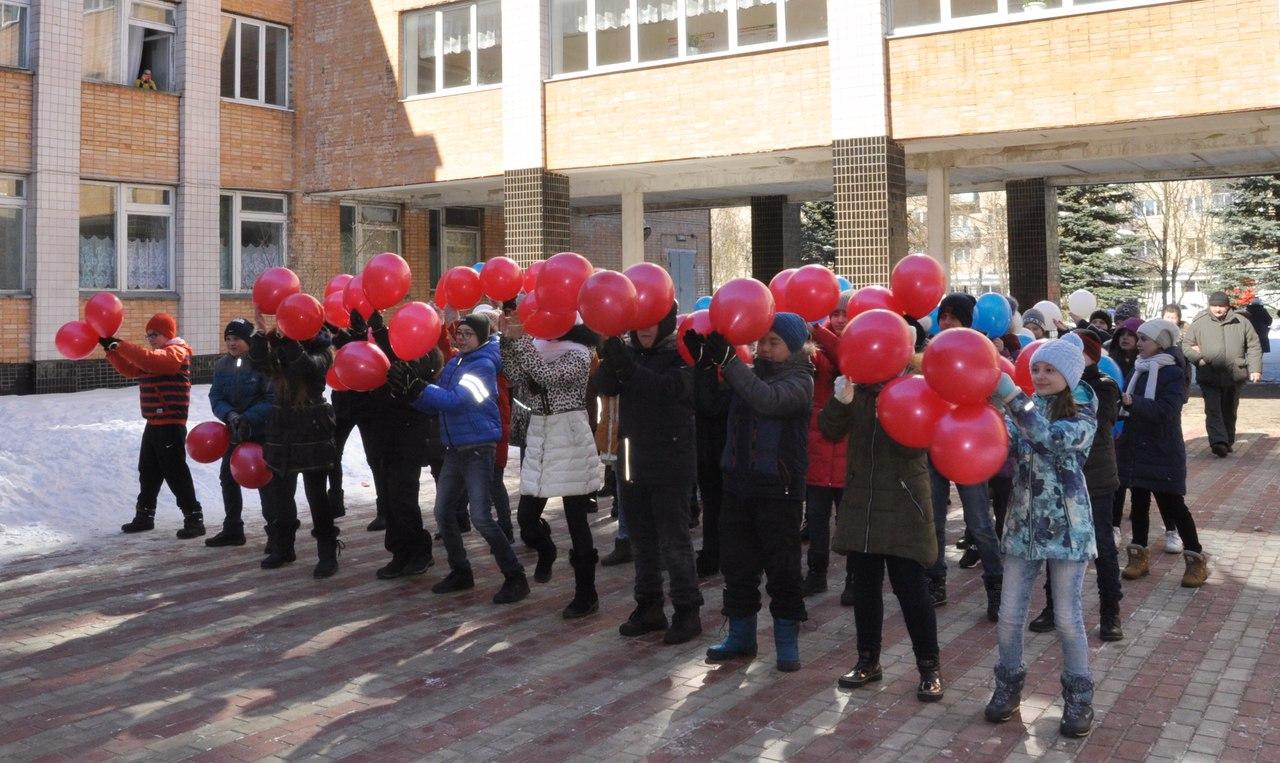 Учащиеся школы №4 провели флешмоб, посвященный очередной годовщине воссоединения Крыма с Россией