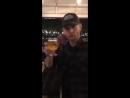 Дженсен на пивоварне Семейный бизнес (из первой истории Дженсена на Инстаграме)