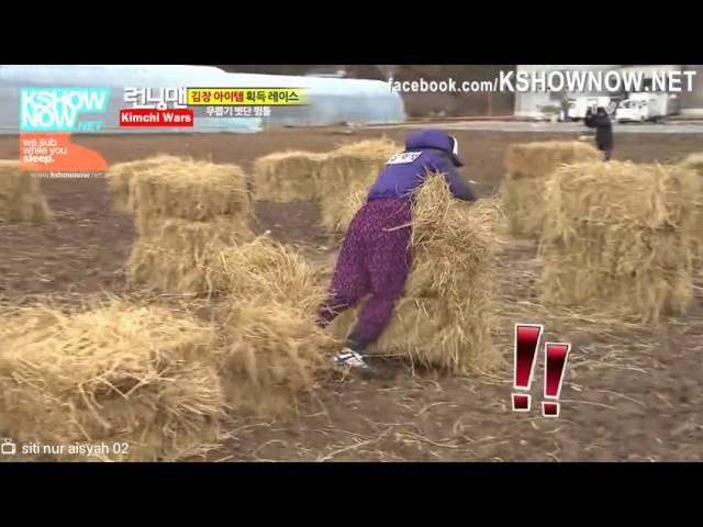 Running Man Ep.123 - Lee Kwang Soo vs. Yoo Jae Suk jumping over the rice straws