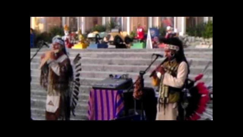 группа Laramarka выступает на улицах Лазаревского