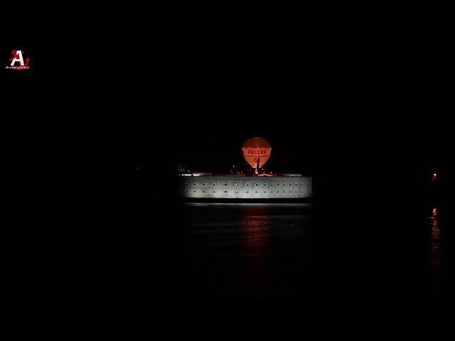 Воздушный шар Россия над Константиновской батареей в Севастополе. Крым.
