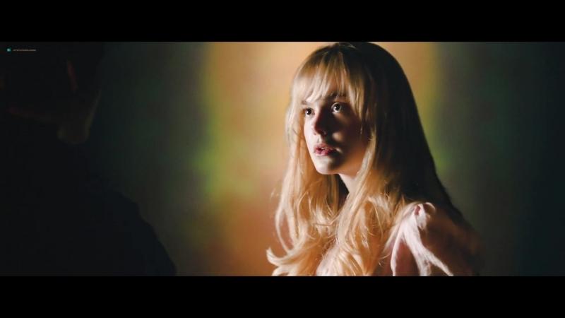 Эль Фэннинг (Elle Fanning) и Маргарет Куэлли (Margaret Qualley) голые в фильме «Исчезновение Сидни Холла» (2017)