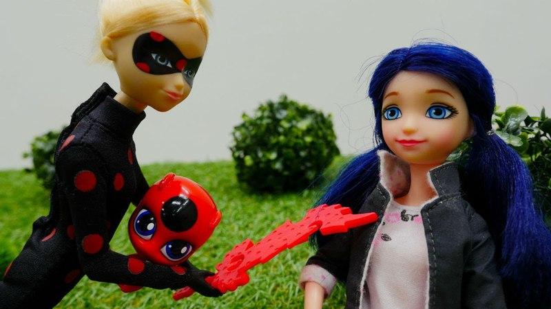 LadyBug y Tikki pasean por el bosque. Damos la batalla a Antibug
