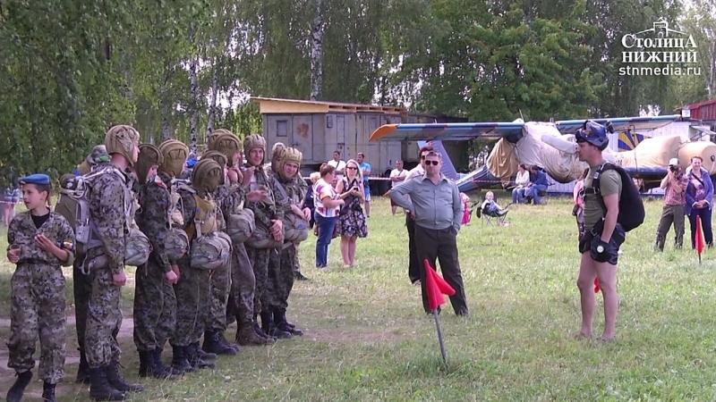 Юные армейцы военно-патриотического лагеря «Хочу стать десантником» совершили свои первые прыжки с парашютом
