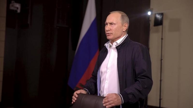 Президент РФ поздравил ребят с окончанием школы, пожелал удачи, счастья, любви и большого успеха.