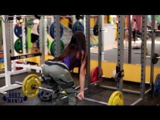 Диана Волкова (Россия) - красивая фитнес-бикини модель. Тренировка в фитнес зале с комментариями. Рекомендую!