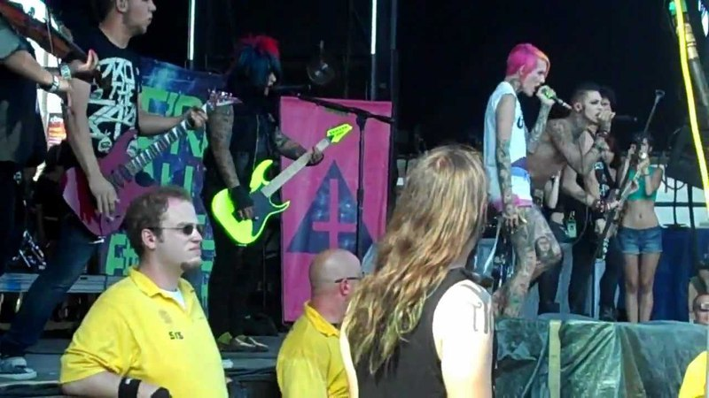 Blood on the dance floor sexting ft Jeffree Star Live at warped tour CT 2012