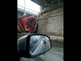 ДТП в Перми. В Перми фура врезалась в стену на Липовой горе