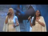 Выступление дуэта сестер Мантулиных из Красноярска на молодежном фестивале «Я люблю тебя, Россия!»
