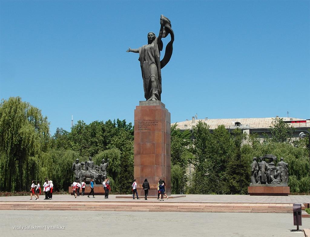 Памятник борцам революции, Бишкек 2018